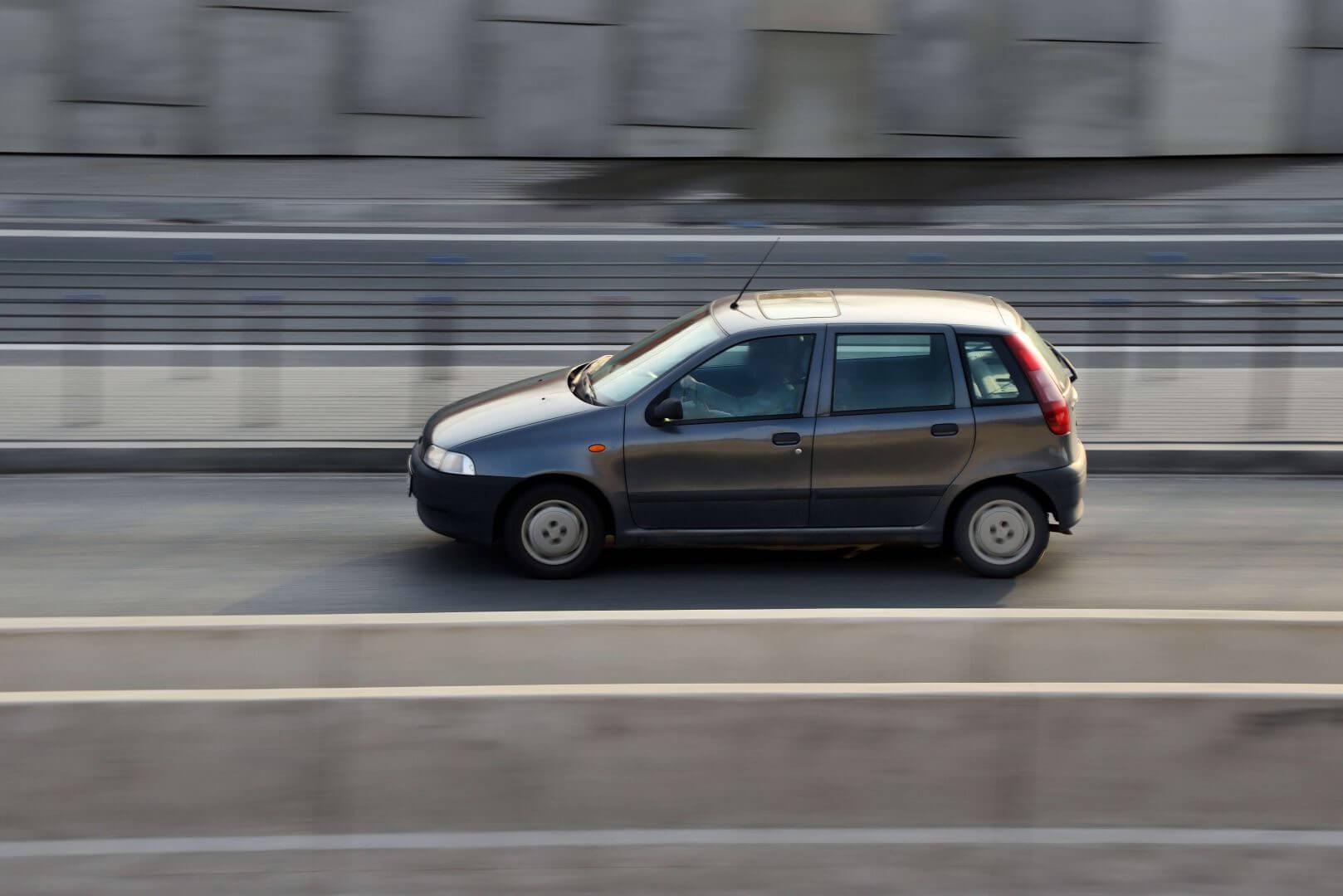 AC dla starego samochodu – kiedy się na nie zdecydować, a kiedy nie?