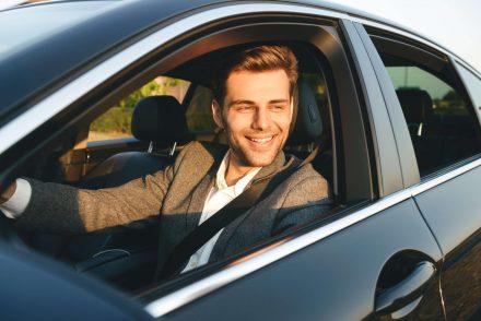 Najlepszy samochód dla młodego kierowcy. Jak wybrać, żeby nie przepłacić za OC?