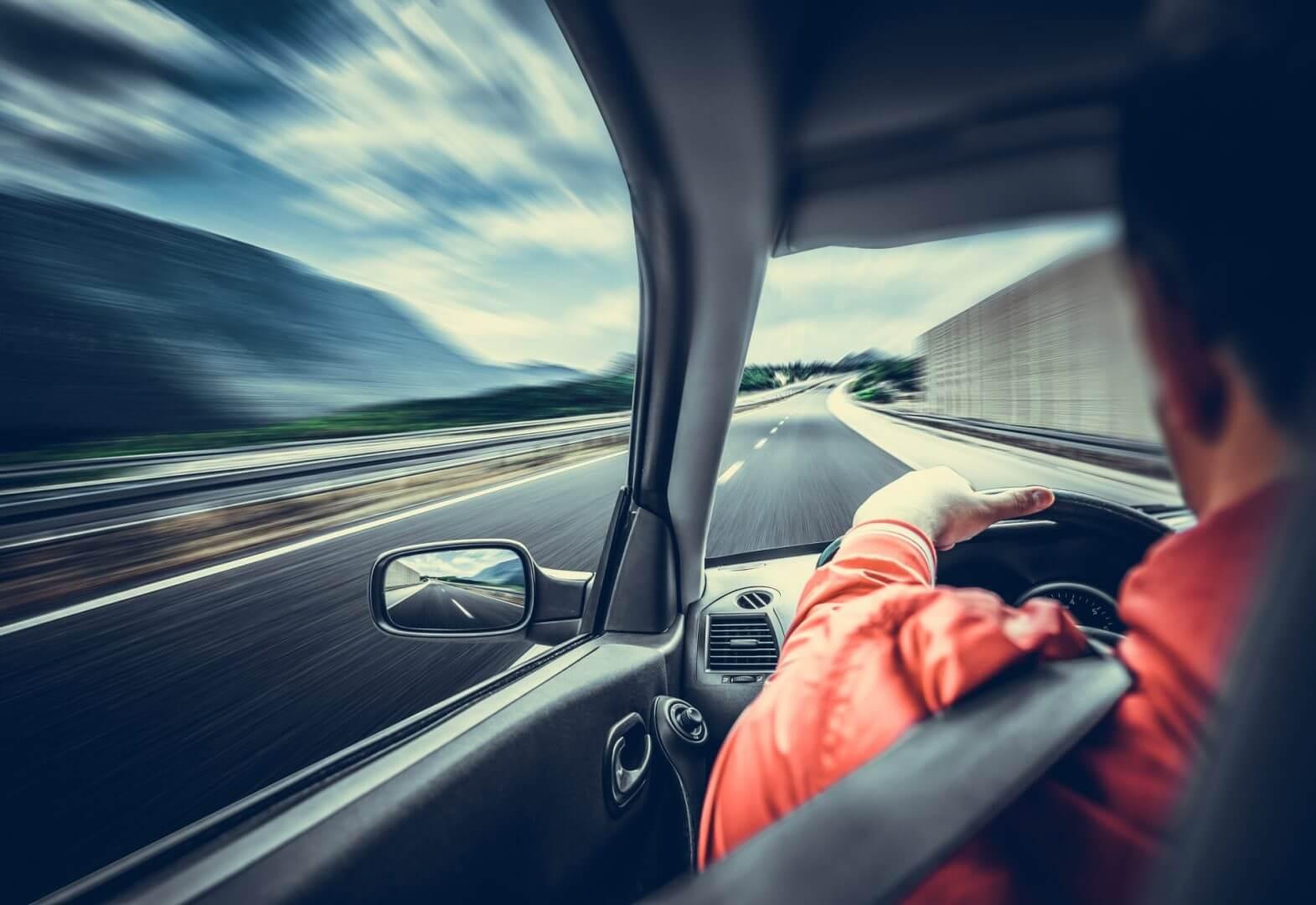 Czym jest czasowe wycofanie pojazdu z ruchu i kiedy warto z niego skorzystać?