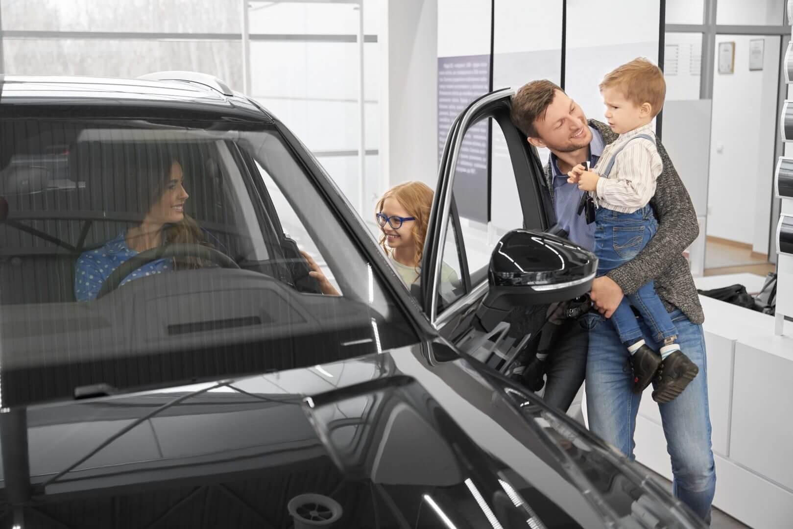 Ubezpieczenie nowego samochodu – kto za nie odpowiada?