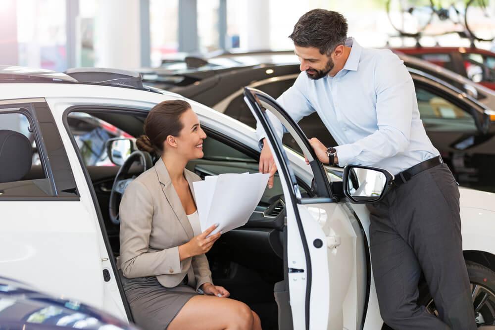 Ubezpieczenie samochodu w leasingu wymaga wykupienia OC i AC