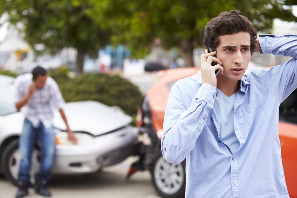 Oświadczenie o kolizji – czy wiesz, jak postępować w razie stłuczki?