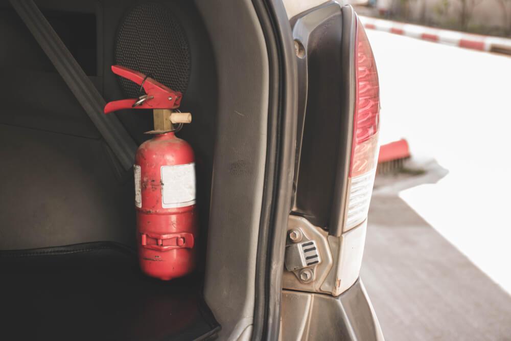wyposażenie obowiązkowe samochodu – gaśnica typu ABC