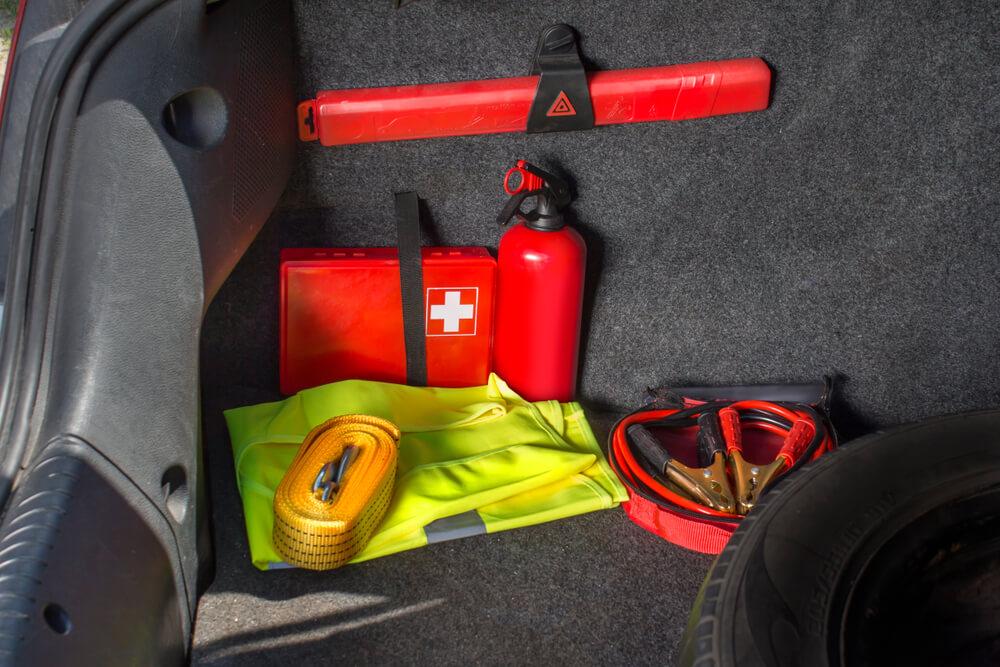 Obowiązkowe wyposażenie pojazdu – co jest niezbędne?