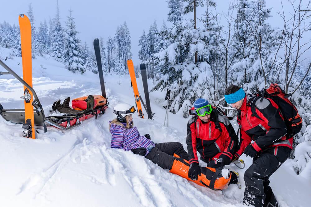 wypadek na stoku narciarskim