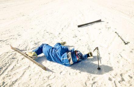 Wypadek na nartach – co robić?