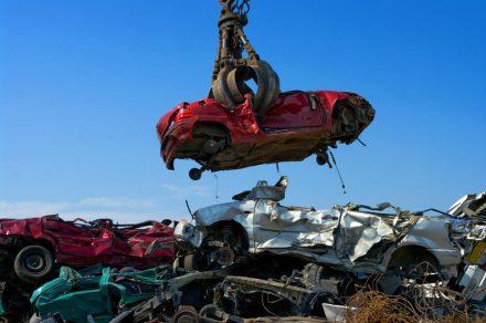 Złomowanie samochodu – jak przebiegają formalności?