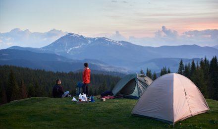 Co wziąć ze sobą pod namiot lub na biwak?