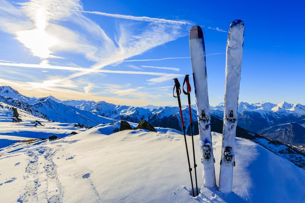 bezpieczne ferie w górach na nartach