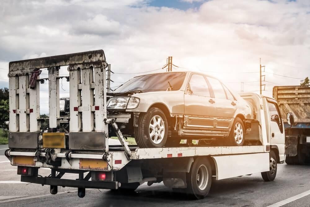 Holowanie samochodu za granicą – jakiego ubezpieczenia potrzebujesz?