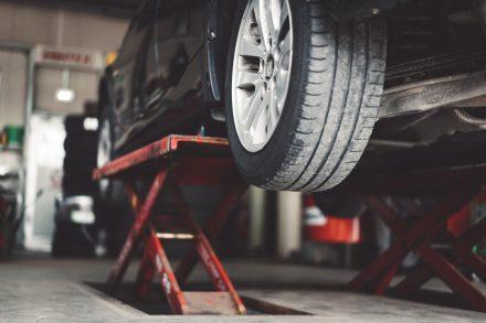 Licytacje komornicze – samochody po okazjonalnych cenach czy ryzykowny zakup?