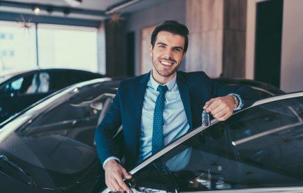 Tanie samochody z salonu – jak znaleźć idealny model dla siebie?