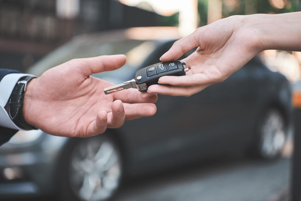 Spieniężyłem auto – czy da się odzyskać OC po sprzedaży samochodu?