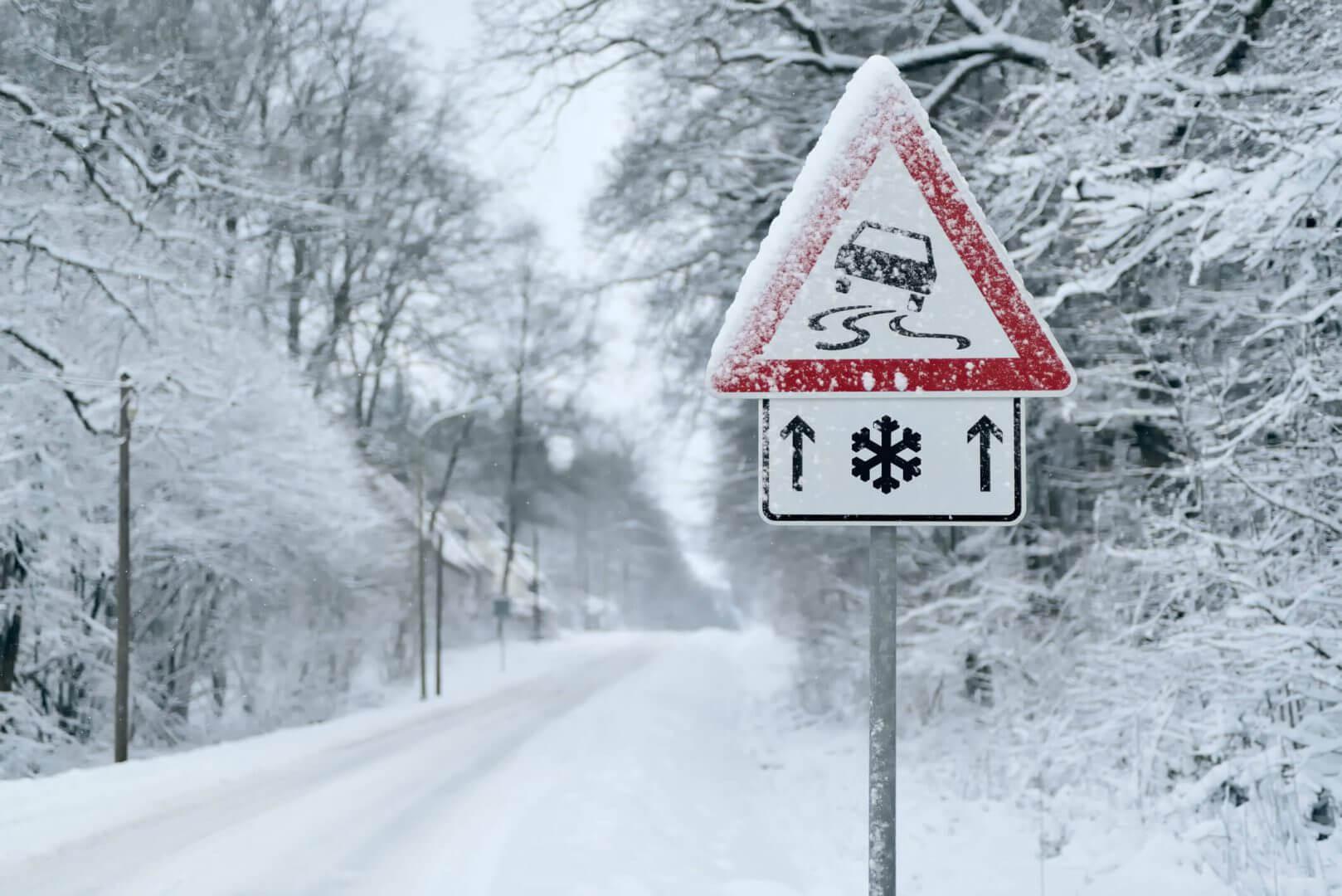 Warunki na drodze, a ubezpieczenie – kiedy przysługuje Ci naprawa szkód?