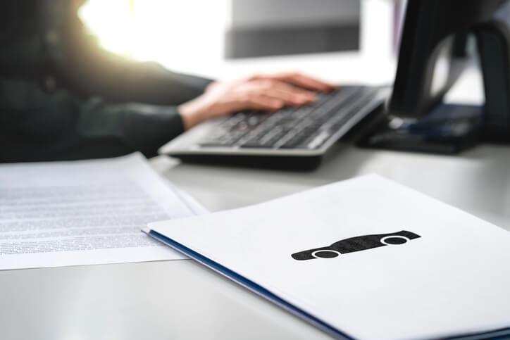 """Najtańsze OC na """"miękki"""" dowód rejestracyjny – czy można je wykupić online?"""