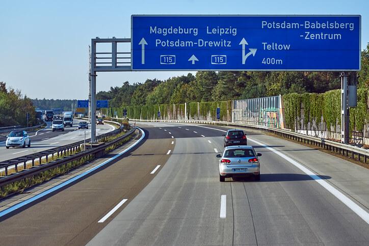 Auto z Niemiec – opłaty. Ile kosztuje sprowadzenie pojazdu?