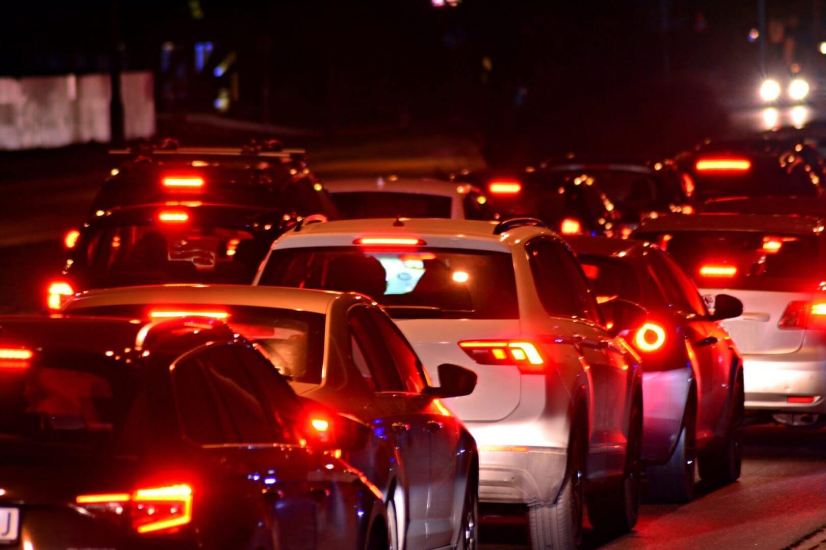 Korek samochodowy w nocy