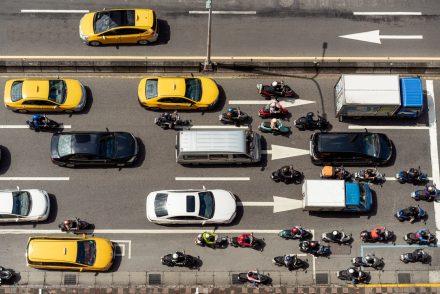 Ubezpieczenie OC samochodu a motocykla – podobieństwa i różnice