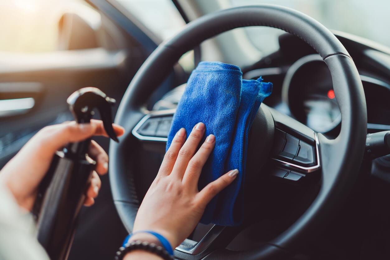 Jak dbać o czystość samochodu? Miniporadnik
