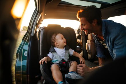 Fotelik samochodowy – przepisy dotyczące mocowania