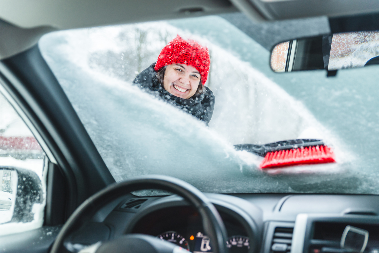 Jak przygotować samochód do jazdy po oblodzonej drodze?