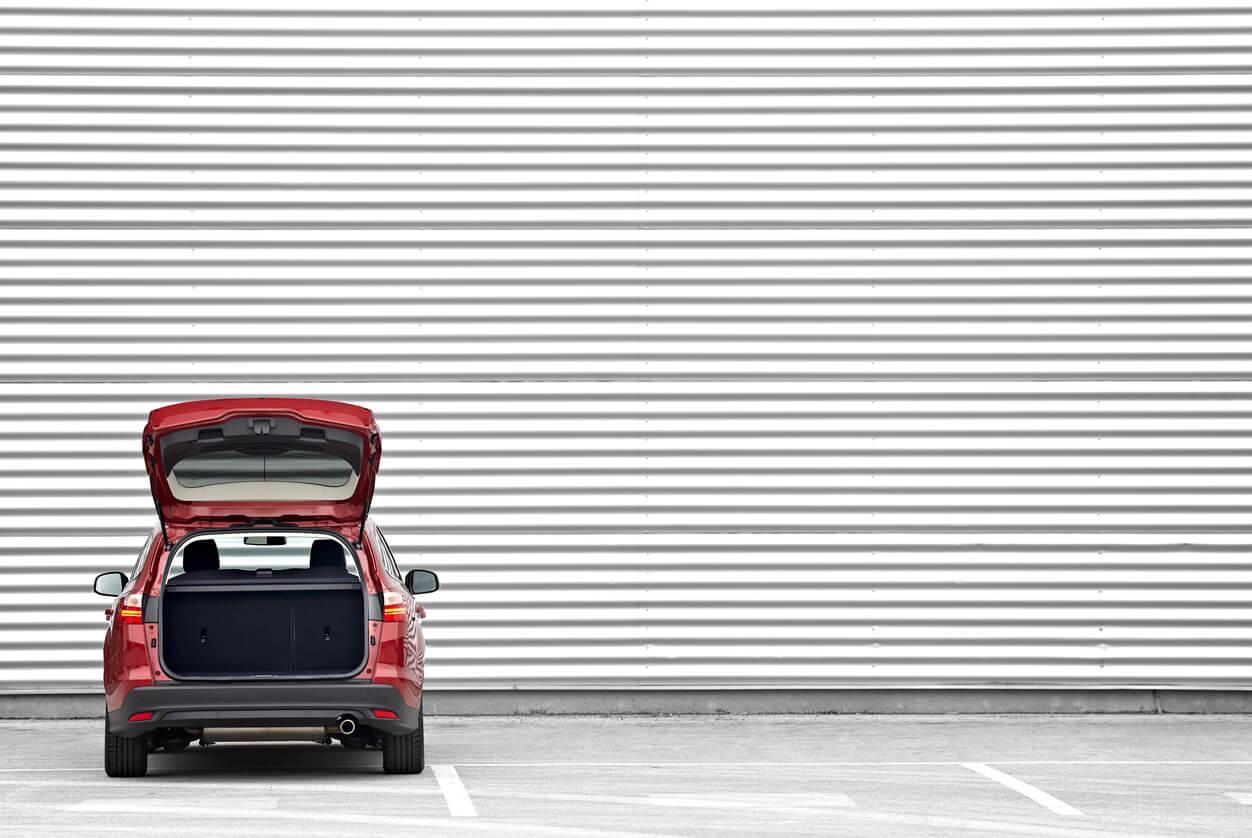 Czy dealerzy samochodowi muszą wykupić OC komisowe?