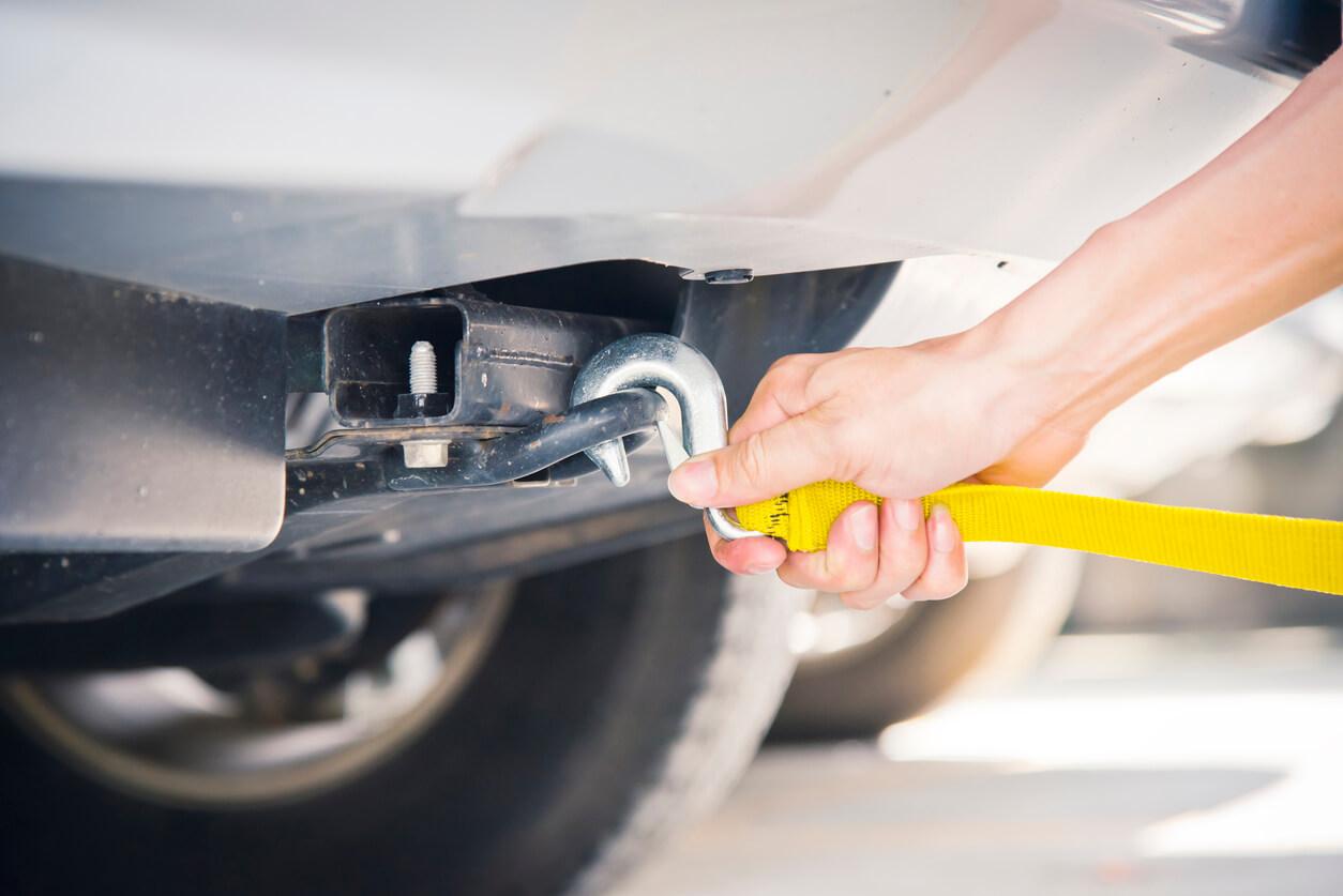 Holowanie samochodu za granicą – spore problemy i ogromne wydatki