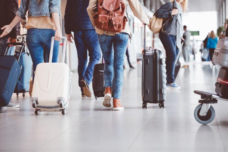Jak spakować bagaż podręczny – maksymalne wymiary walizki do samolotu