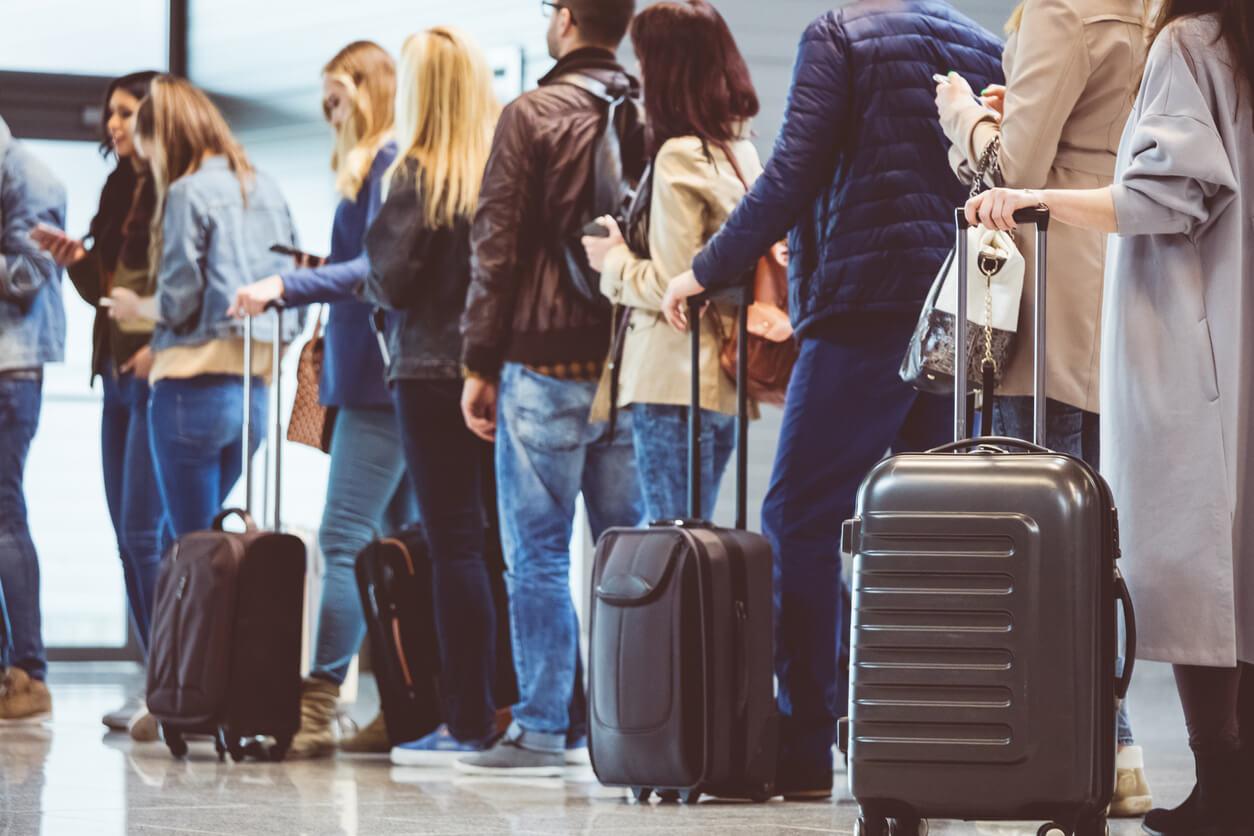 Odszkodowanie za opóźniony lub odwołany lot – kiedy można się o nie ubiegać?