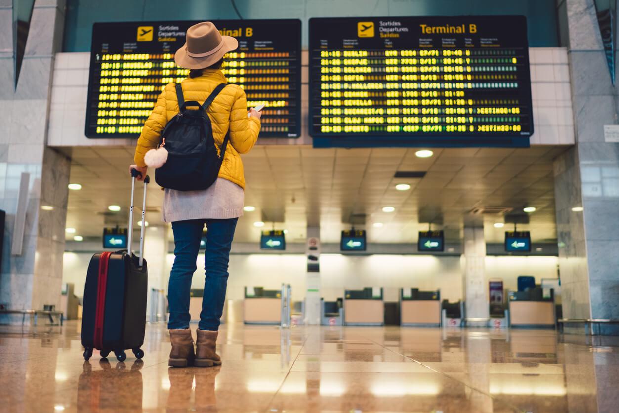 Odszkodowanie za opóźniony lub odwołany lot – kiedy Ci przysługuje?