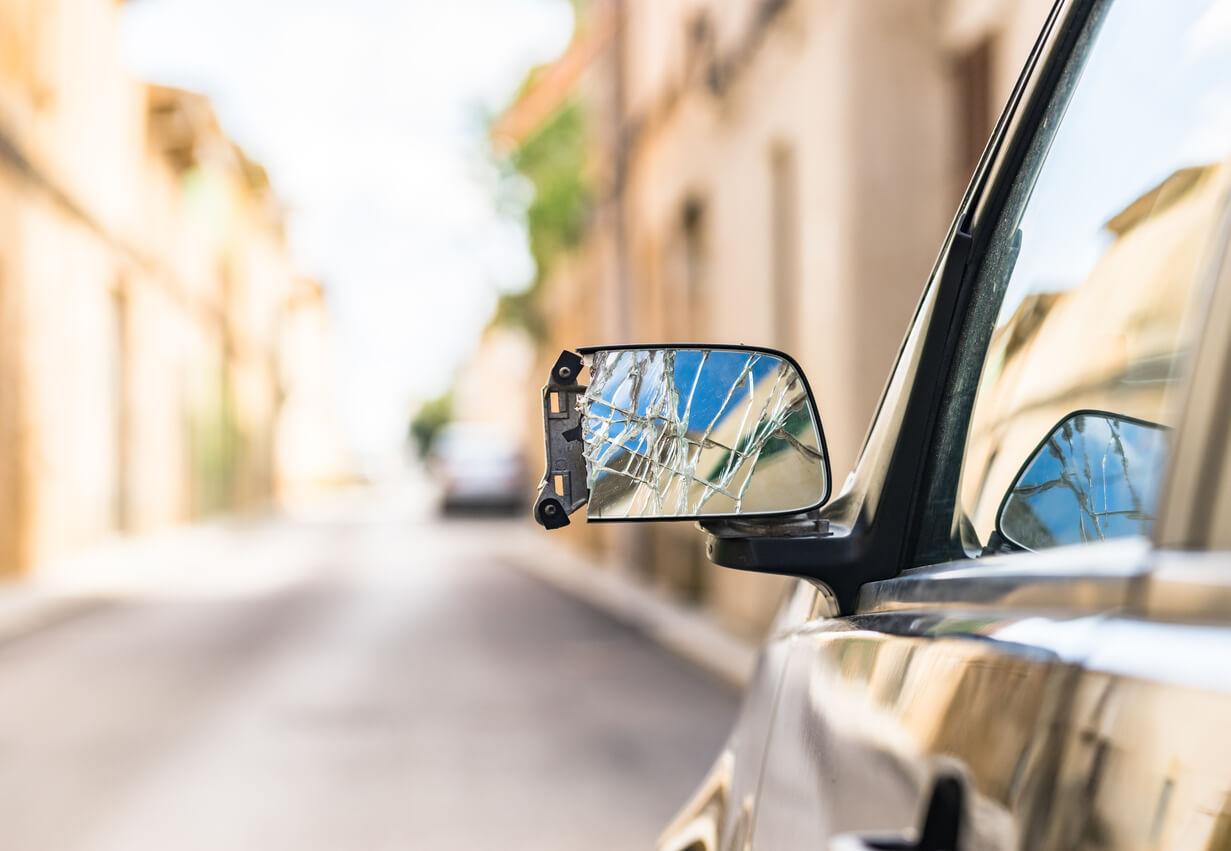 Kiedy warto kupić uszkodzony samochód? Wyjaśniamy!