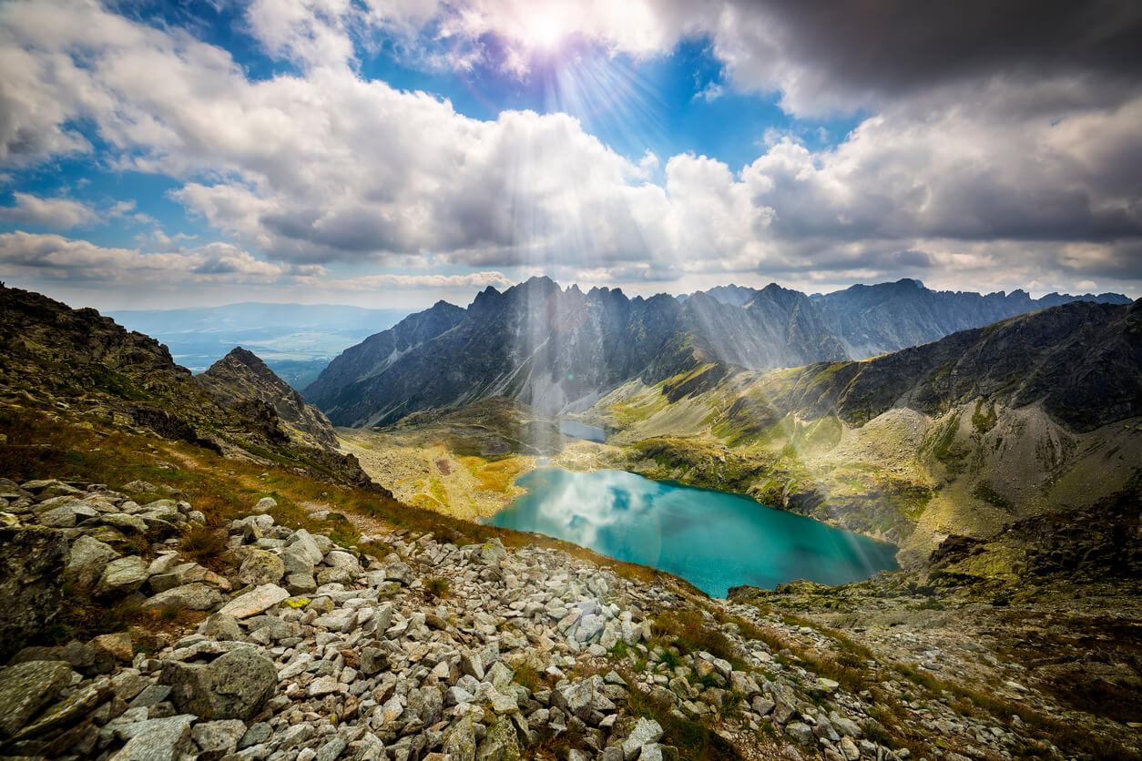 Dlaczego EKUZ nie działa tak, jak ubezpieczenie w góry słowackie?