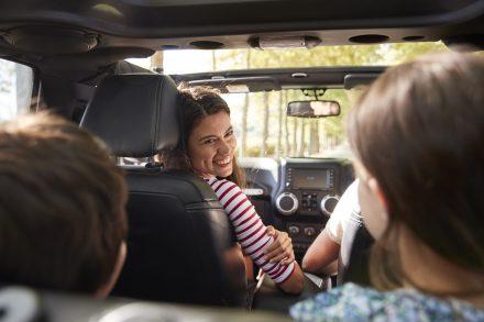 Obowiązkowe wyposażenie samochodu – co wchodzi w jego skład?