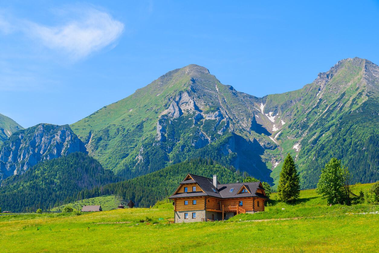 Co powinno zawierać ubezpieczenie w góry słowackie?
