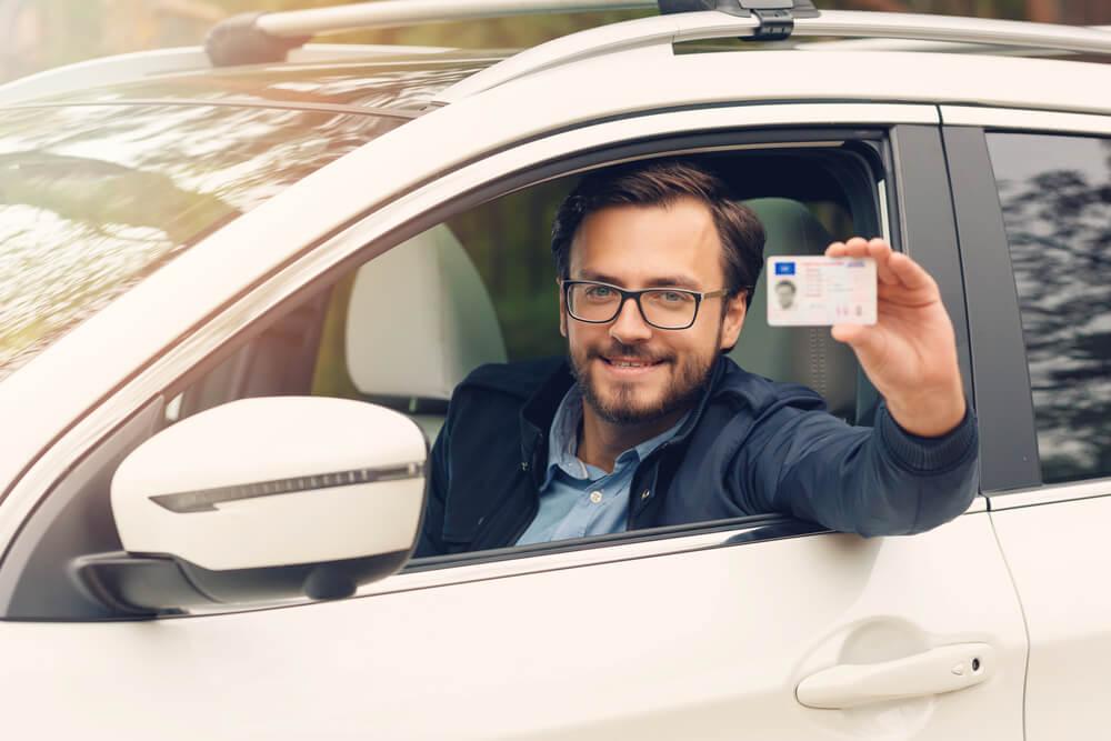 Zawsze miej przy sobie prawo jazdy, gdy wsiadasz za kółko