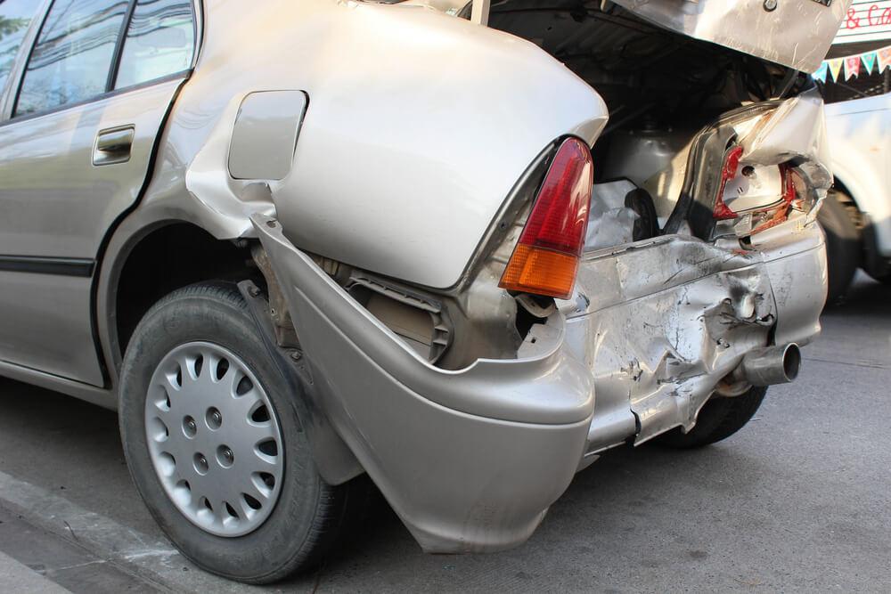 jazda służbowym samochodem – kto odpowie za stłuczkę?