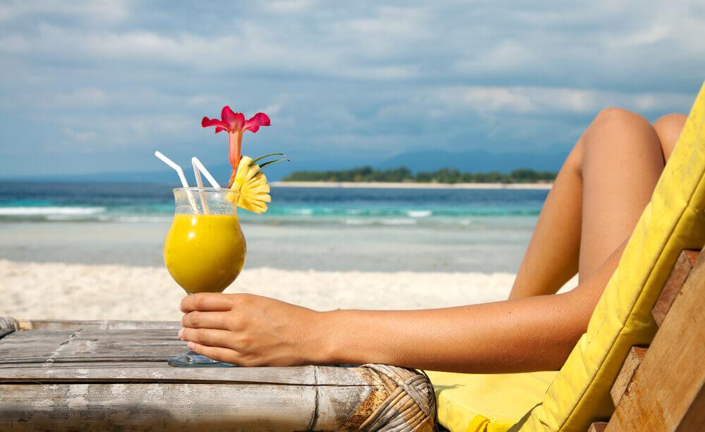Klauzula alkoholowa w ubezpieczeniach turystycznych