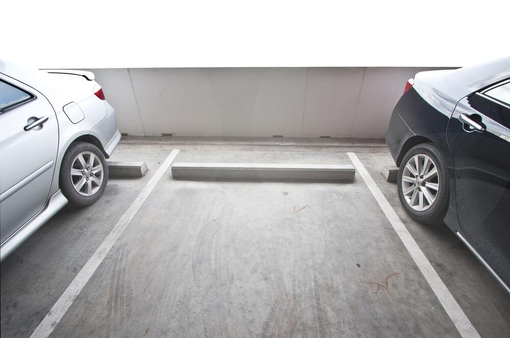 jak parkowanie na poboczu wpływa na koszt OC?