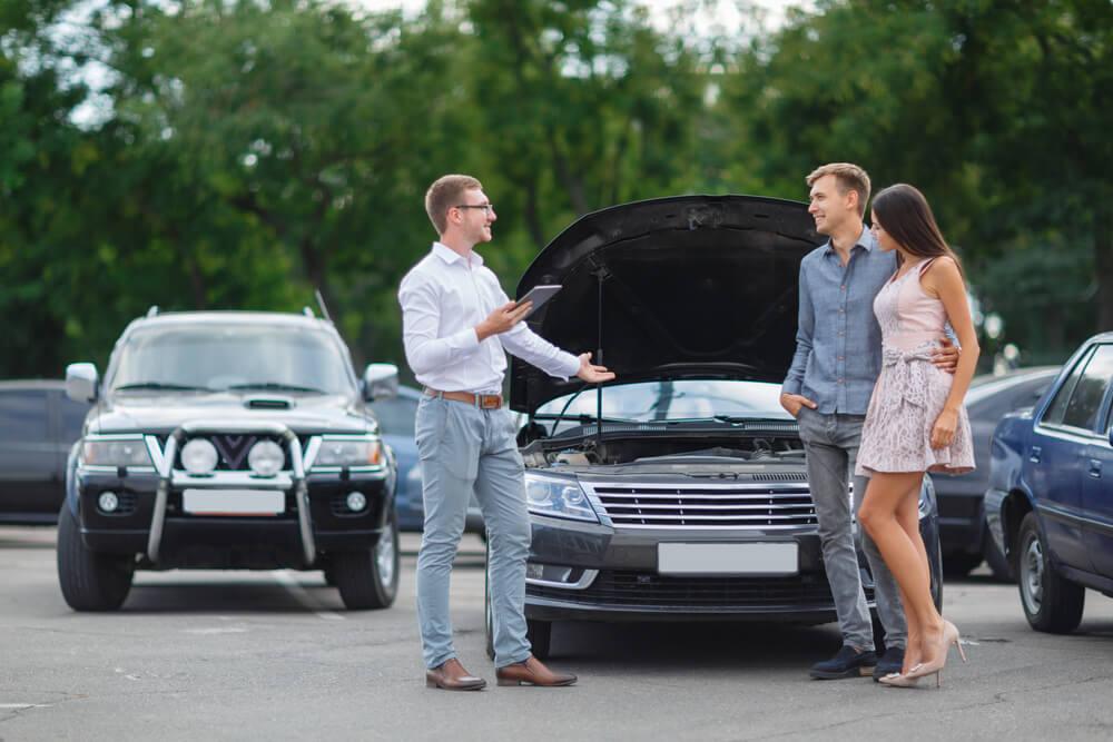 Kupowanie auta od osoby prywatnej zobowiązuje do opłaty skarbowej za samochód