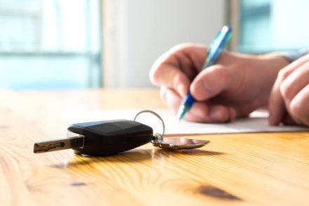 W jakiej sytuacji trzeba zapłacić podatek od kupna samochodu?