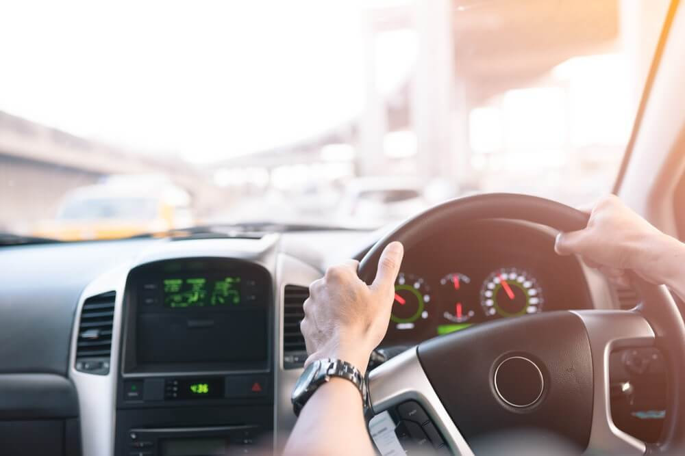 Samochód z Anglii – kierownica z prawej strony