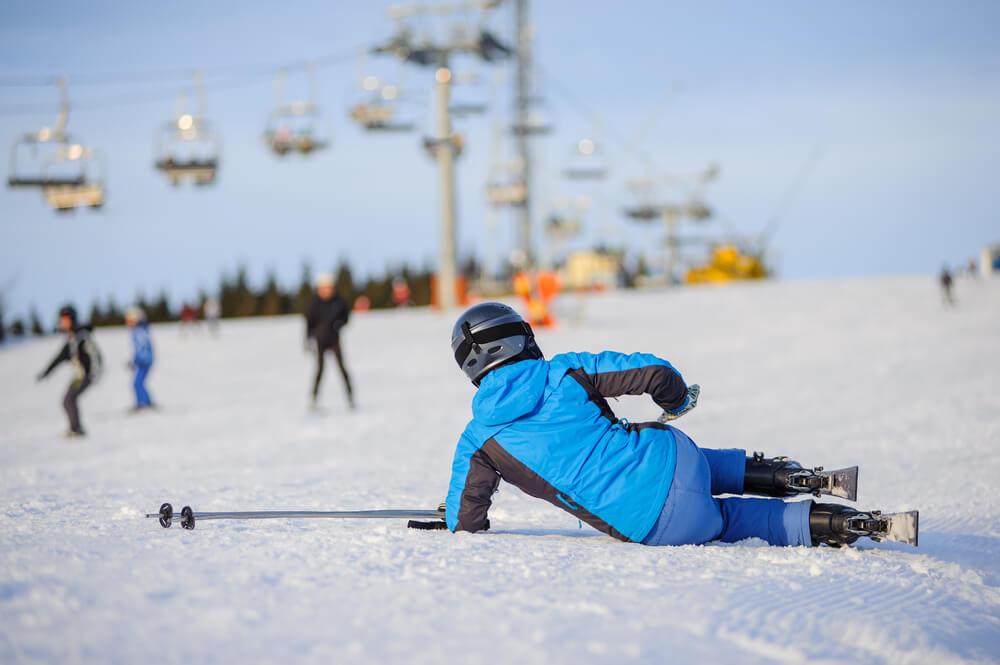Najczęściej spotykane wypadki na nartach! Co uwzględnić w ubezpieczeniu?