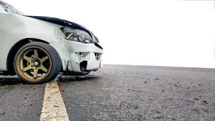 Czy można zgłosić szkodę, jeśli samochód ma nieważne badania techniczne?