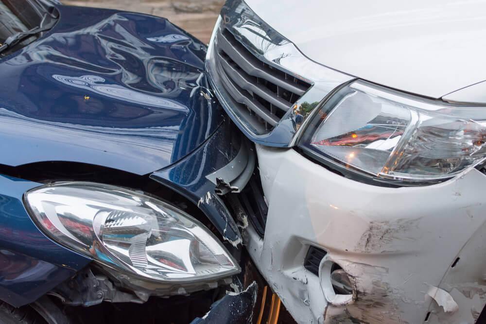 odszkodowanie po wypadku samochodowym a brak przeglądu auta