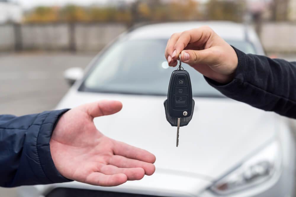 pośrednik sprzedaży samochodów – na co uważać?