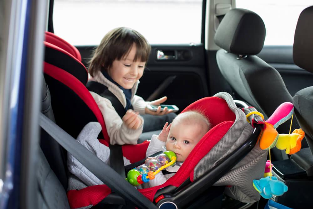 Fotelik samochodowy zapewni bezpieczeństwo zarówno maluchom, jak i starszym dzieciom
