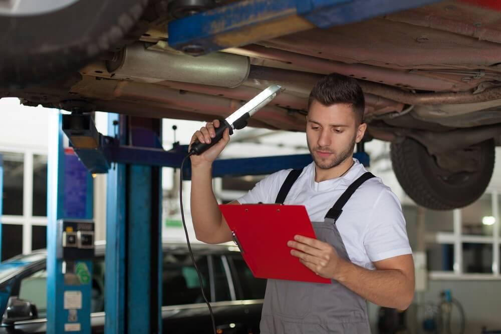Jazda bez ważnego przeglądu samochodu. Sprawdź, jakie grożą ci konsekwencje