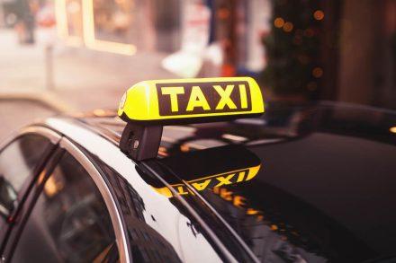 Ubezpieczenie taksówki, czyli OC i AC auta do przewozu osób