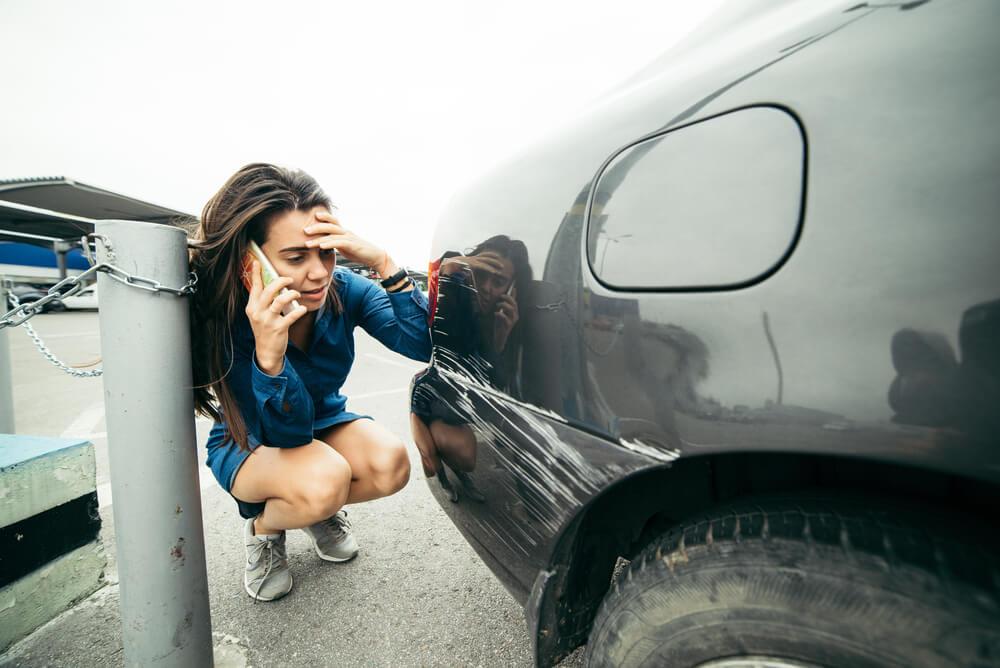 Szkoda parkingowa – jak się zachować?