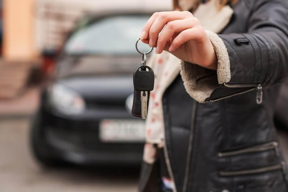 Przekazywanie kluczyków do nowego auta